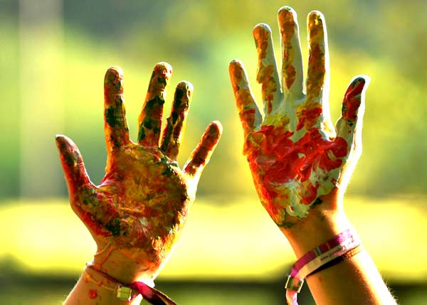 Bunte farbige Hände Malerei Ostern