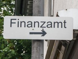 Finanzamt Praxis Steuerschulden Schild Wegweise Finanzamt