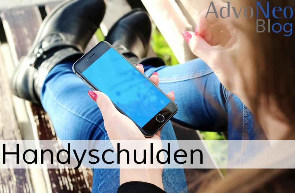 Handyschulden Jugendliche mit Smartphone