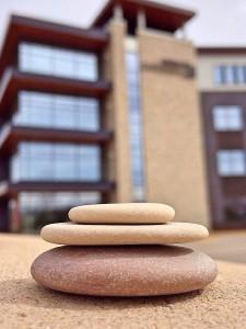 Lohnsteuerjahresausgleich pfändbar Gleichgewicht herstellen Balance Steine AdvoNeo Blog