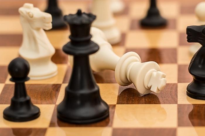 Schach Vorrang Sieger Schachfigur umgekippt