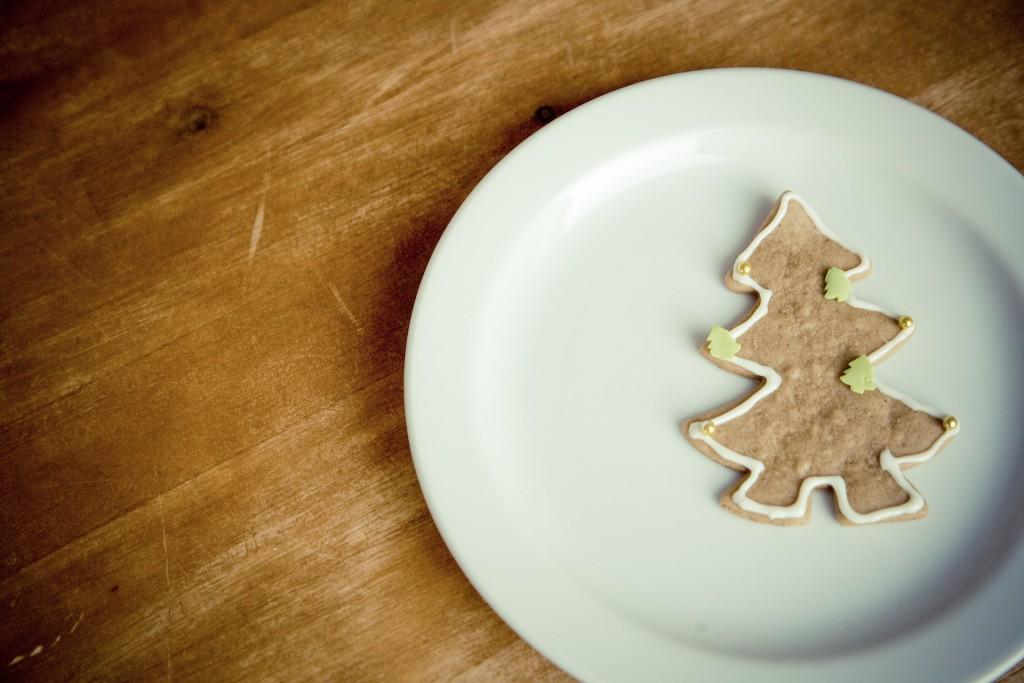 Keine Geschenke zu Weihnachten Tannebaum Keks leerer Teller