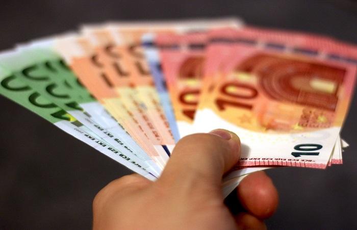 Geld bezahlen