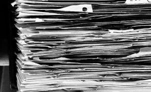 Kredit für Schulden Überschuldung Stapel Papier