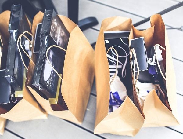 Ich gebe zu viel Geld aus Shopping Geschenke Einkauf