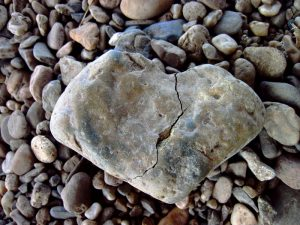 Stein Herz gebrochen