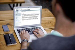zwangsversteigerung online portal laptop