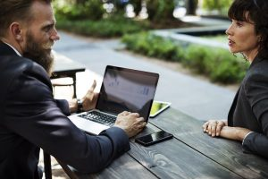 Gespräch Arbeitgeber Arbeitnehmer Klärung